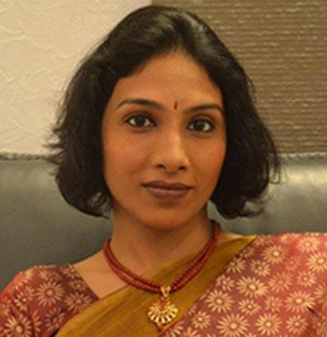 Dr. Manu Lakshmi, Female Gynecologist   Metromale Clinic & Fertility Center